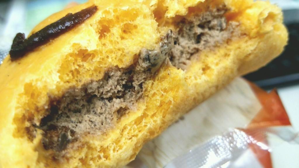 チョコクッキーホイップのパン